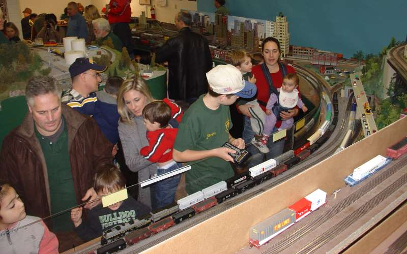 2016 Holiday Train Shows