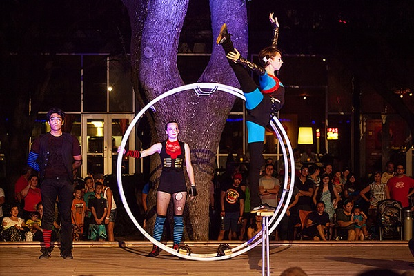 Circo Avenida at Discovery Green